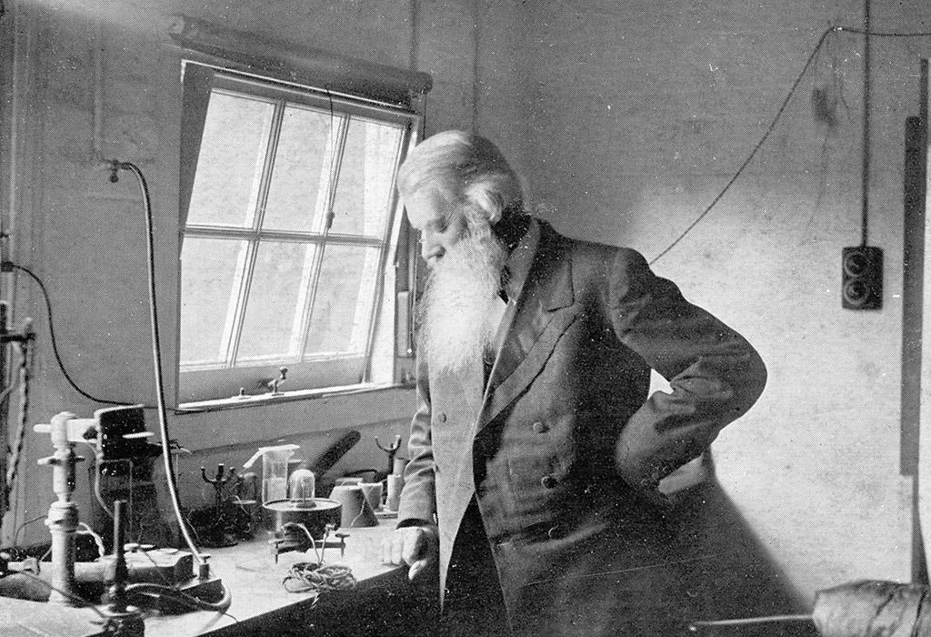 Joseph Swan Lightbulb Inventor