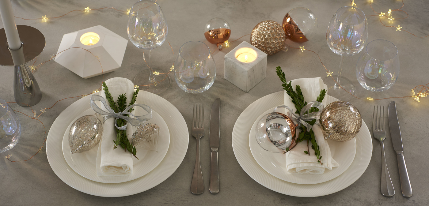 Tis The Season To Celebrate Christmas Table Setting Ideas