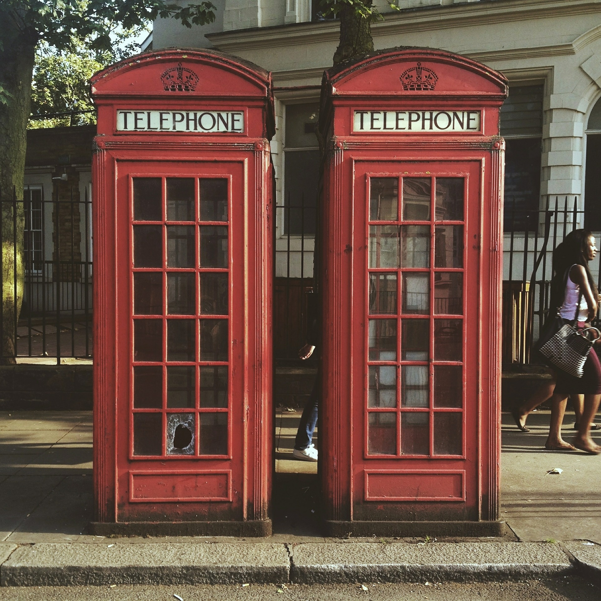 telephone-box-450747_1920