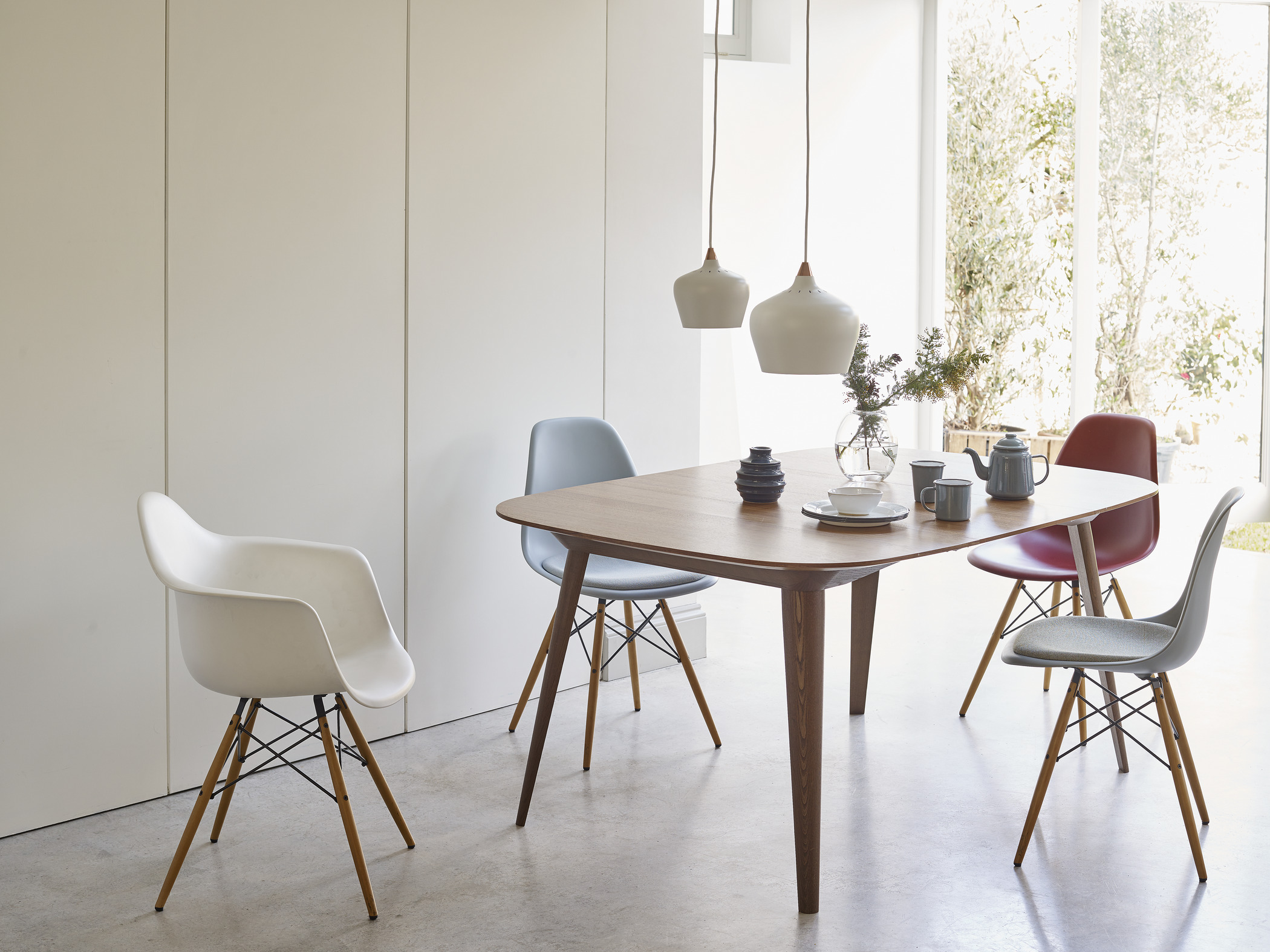 vitra_eames_plastic_chair