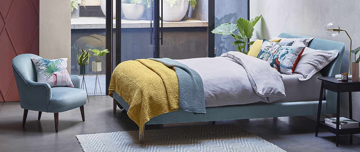 Wallis_bed_by_Russell_Pinch
