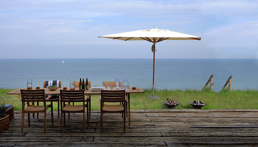 luxury-outdoor-dining-table#