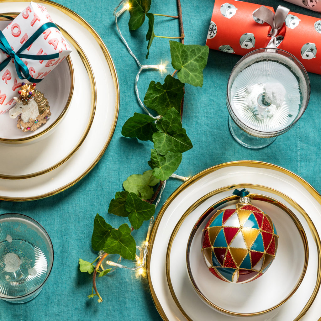 Blue, Gold & White Christmas Table Styling