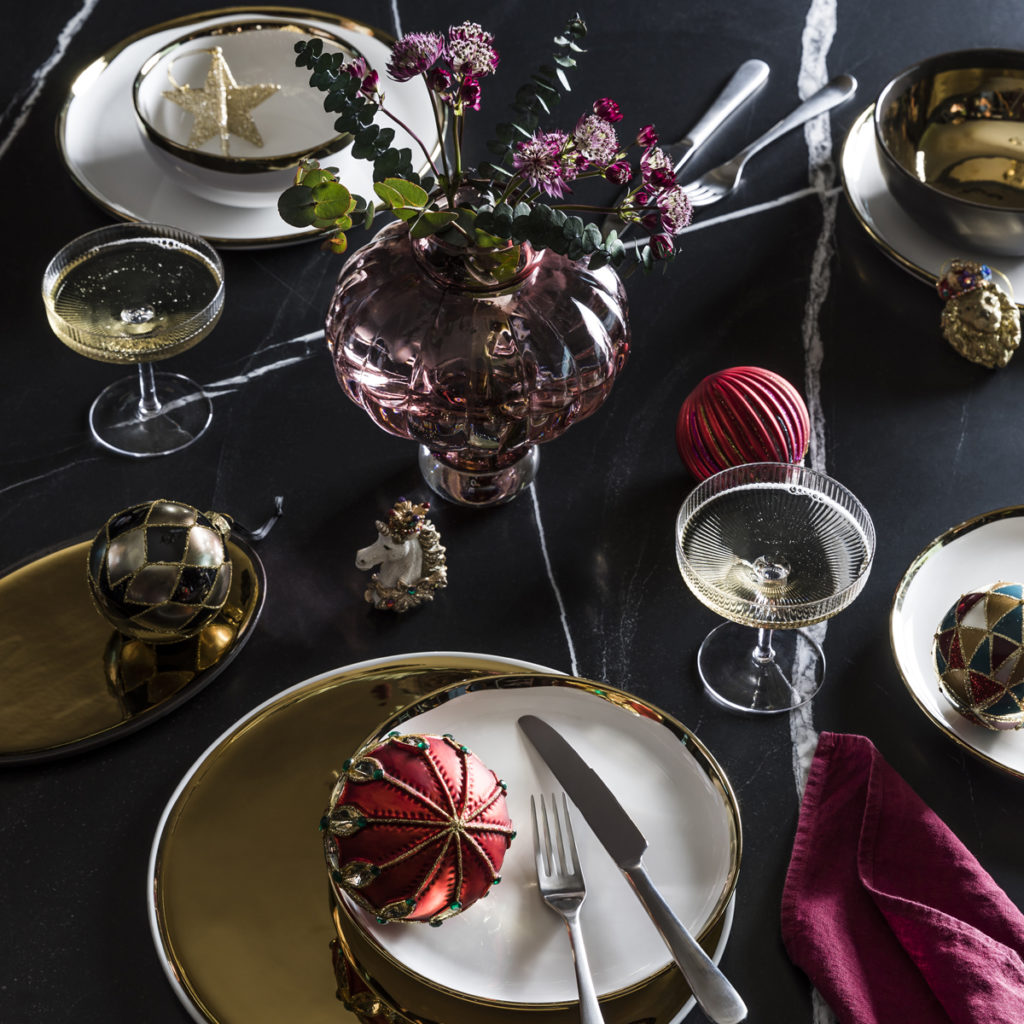 Pink, Gold & Black Christmas Table Styling