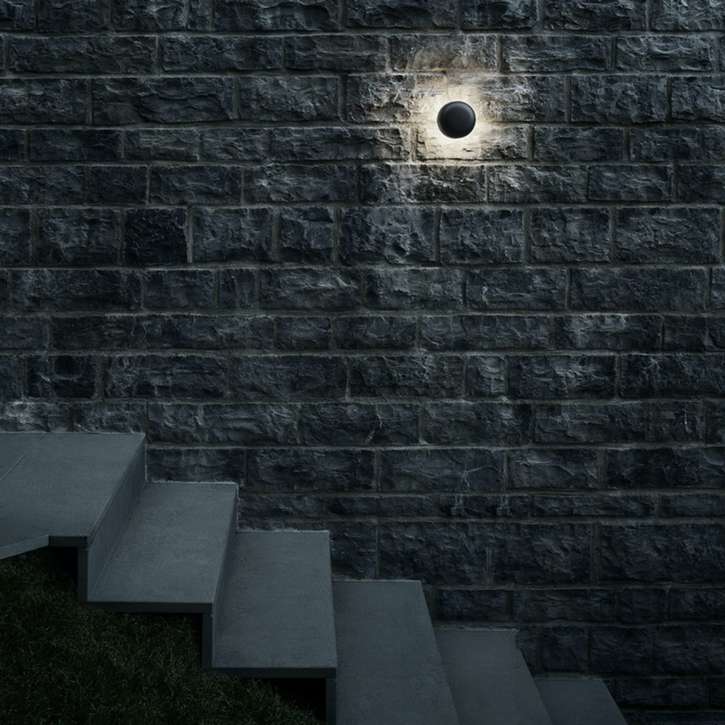 Outdoor lighting ideas with the Bellhop Outdoor Wall Light   Image courtesy of Flos