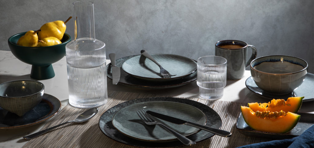 Rustic dining table styling idea