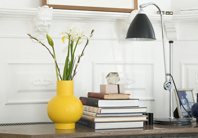 Strom vase as a housewarming gift idea | Image courtesy of Raawii