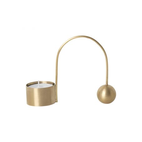 Each part of the Balance Candle Holder counterweights the other to reach a moment of tranquil stillness.